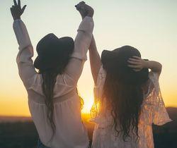 Девушки подруги
